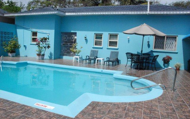 Отель Eslyn Villa Ямайка, Ранавей-Бей - отзывы, цены и фото номеров - забронировать отель Eslyn Villa онлайн бассейн