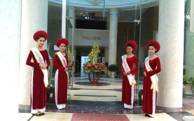 Отель Dragon King Hotel Вьетнам, Далат - отзывы, цены и фото номеров - забронировать отель Dragon King Hotel онлайн вид на фасад