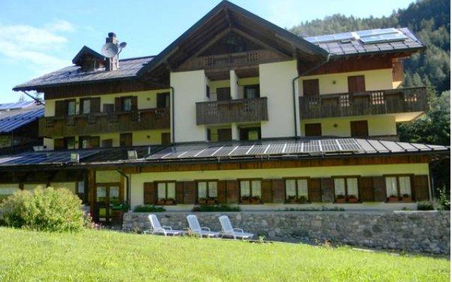 Отель Albergo Nuoitas Форни-ди-Сопра вид на фасад