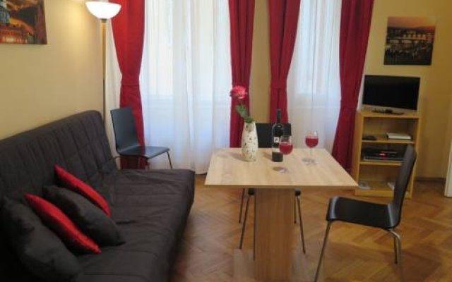Отель Astronomical Clock Apartment Чехия, Прага - отзывы, цены и фото номеров - забронировать отель Astronomical Clock Apartment онлайн комната для гостей