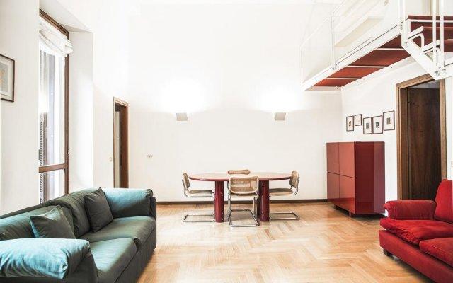Апартаменты San Maurilio Apartments Милан комната для гостей
