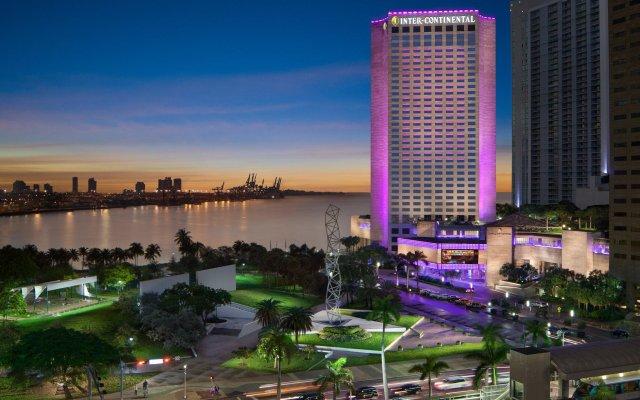 Отель InterContinental Miami вид на фасад
