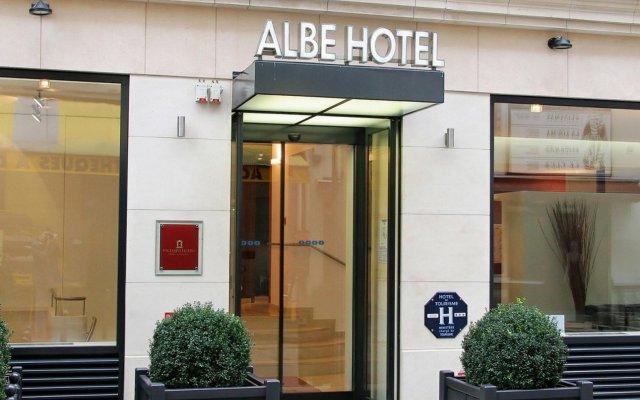 Отель Albe Saint Michel Париж вид на фасад