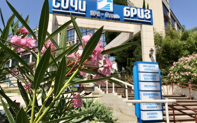 Сочи-Бриз Отель вид на фасад