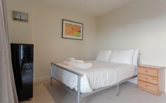 Апартаменты Charming 2 Bedroom Apartment Next to Maltby Market комната для гостей