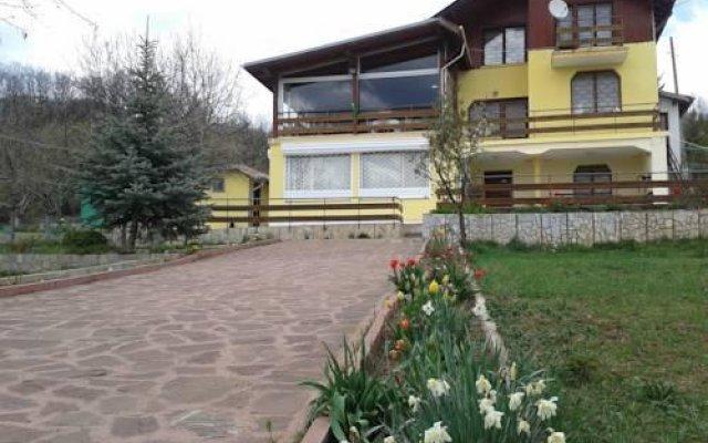 Отель Guest House Megas вид на фасад