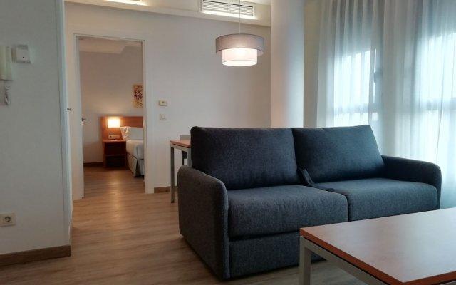 Отель Aura Park Aparthotel Оспиталет-де-Льобрегат комната для гостей