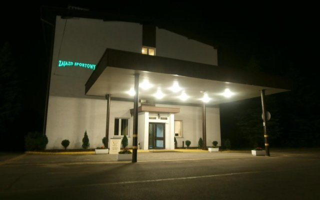 Отель Zajazd Sportowy вид на фасад
