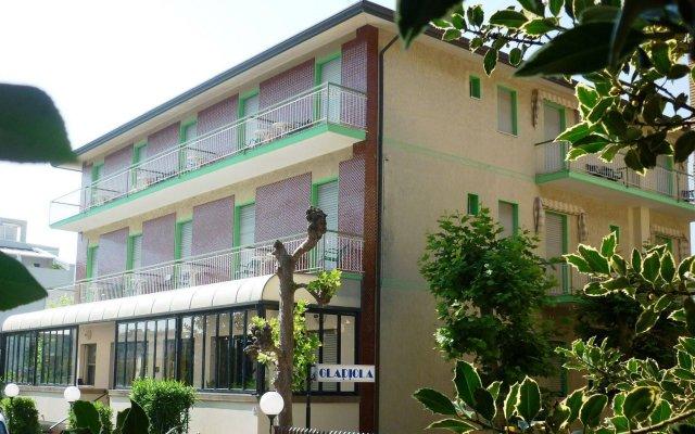 Отель Gladiola вид на фасад