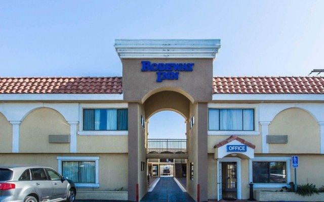 Отель Rodeway Inn & Suites LAX вид на фасад