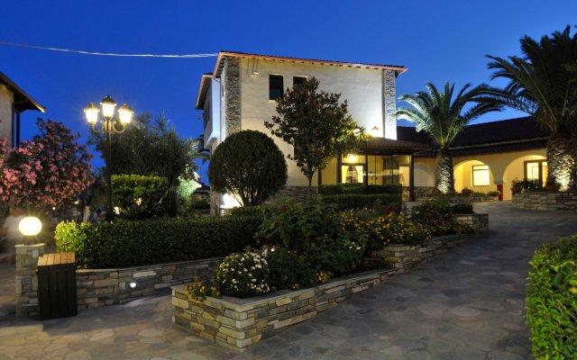 Отель Blue Dolphin Hotel Греция, Метаморфоси - отзывы, цены и фото номеров - забронировать отель Blue Dolphin Hotel онлайн вид на фасад