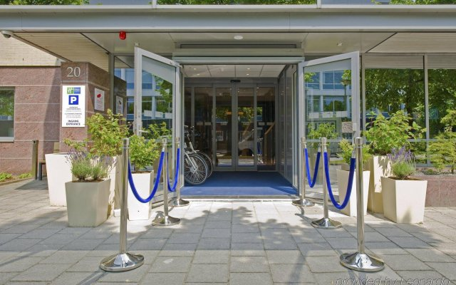 Отель Holiday Inn Express Amsterdam - South, an IHG Hotel Нидерланды, Амстердам - 13 отзывов об отеле, цены и фото номеров - забронировать отель Holiday Inn Express Amsterdam - South, an IHG Hotel онлайн вид на фасад