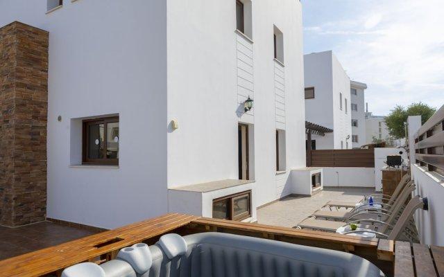 Отель Mike & Lenos Tsoukkas Seafront Villas Кипр, Протарас - отзывы, цены и фото номеров - забронировать отель Mike & Lenos Tsoukkas Seafront Villas онлайн вид на фасад