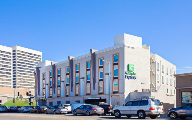 Отель Holiday Inn Express West Los Angeles Лос-Анджелес вид на фасад