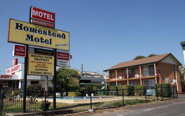 Отель Homestead Motel вид на фасад