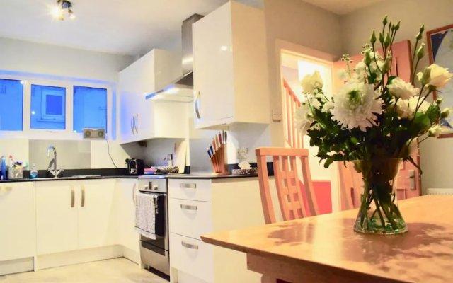3 Bedroom House In Brighton With Garden
