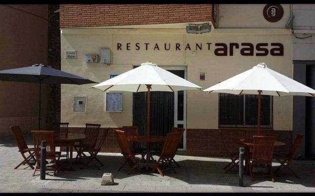 Отель Hostal Restaurante Arasa вид на фасад