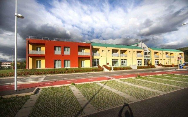 Отель Arezzo Sport College Ареццо вид на фасад