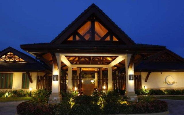 Отель Crimson Resort and Spa Mactan Филиппины, Лапу-Лапу - 1 отзыв об отеле, цены и фото номеров - забронировать отель Crimson Resort and Spa Mactan онлайн вид на фасад