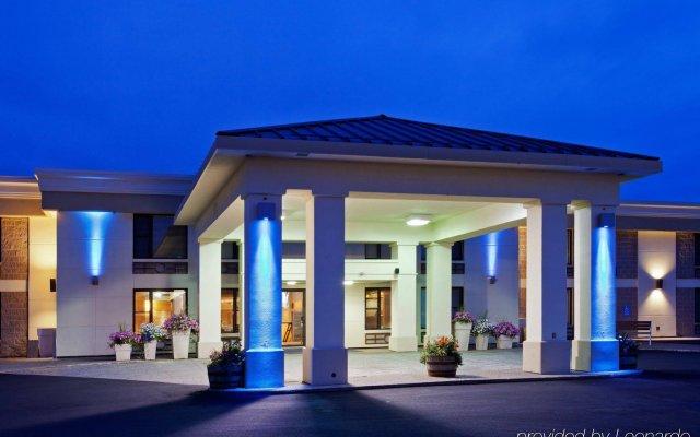 Отель Holiday Inn Express & Suites Charlottetown вид на фасад