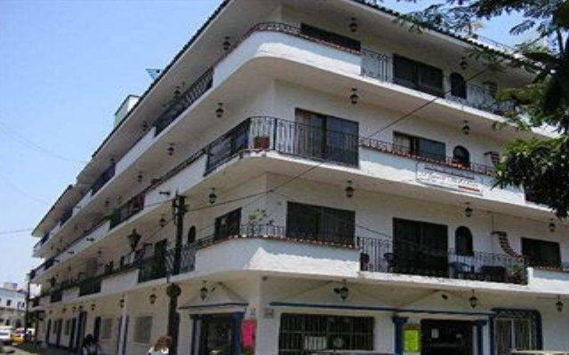 Отель Suites Plaza Del Rio Пуэрто-Вальярта вид на фасад