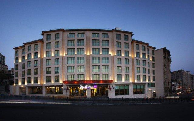 Radisson Blu Hotel Istanbul Pera Турция, Стамбул - 2 отзыва об отеле, цены и фото номеров - забронировать отель Radisson Blu Hotel Istanbul Pera онлайн вид на фасад