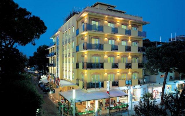Отель Mocambo Италия, Риччоне - отзывы, цены и фото номеров - забронировать отель Mocambo онлайн вид на фасад
