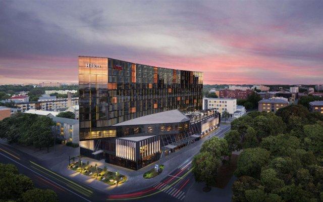 Отель Hilton Tallinn Park вид на фасад