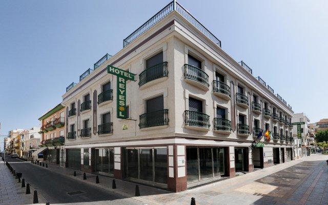 Отель Reyesol вид на фасад