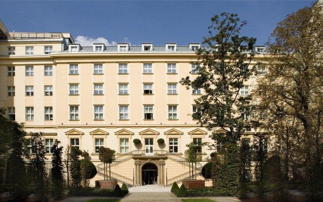 Отель The Grand Mark Prague вид на фасад