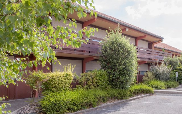 Hotel Campanile Millau вид на фасад