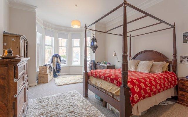 Апартаменты 3 Bedroom Apartment Near Primrose Hill комната для гостей