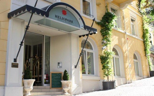 Отель Heliopark Bad Hotel Zum Hirsch Германия, Баден-Баден - 3 отзыва об отеле, цены и фото номеров - забронировать отель Heliopark Bad Hotel Zum Hirsch онлайн вид на фасад