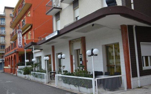 Hotel Fiorana Римини вид на фасад