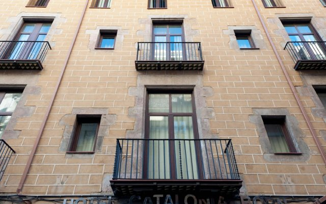 Отель Catalonia Born Барселона вид на фасад
