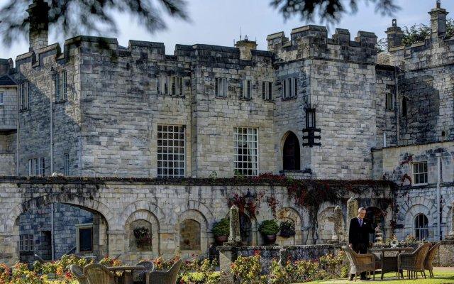 Отель Hazlewood Castle & Spa вид на фасад