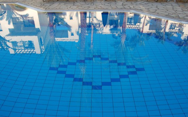 Отель Panareti Paphos Resort вид на фасад