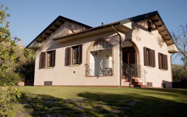 Отель Campo del Rosario Монтескудаио вид на фасад