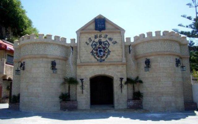 Hotel La Brasa вид на фасад
