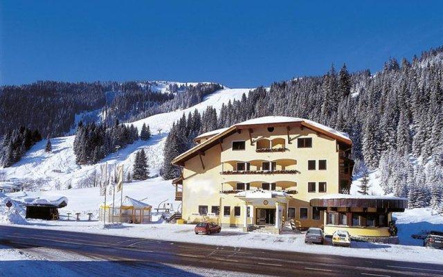 Отель Berghotel Kitzbuhler Alpen вид на фасад
