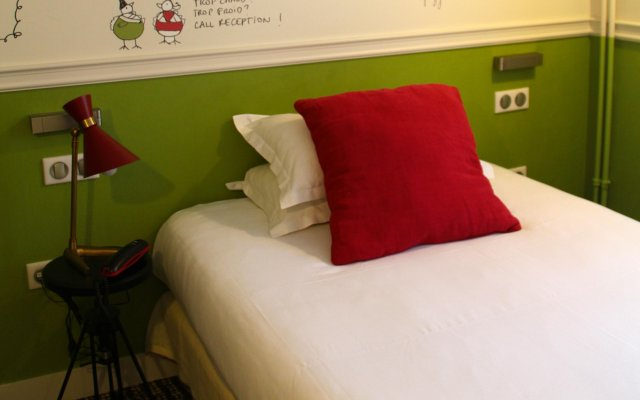Отель Hôtel des 3 Poussins Франция, Париж - 3 отзыва об отеле, цены и фото номеров - забронировать отель Hôtel des 3 Poussins онлайн комната для гостей