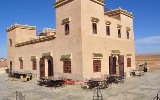 Отель Kasbah Leila Марокко, Мерзуга - отзывы, цены и фото номеров - забронировать отель Kasbah Leila онлайн вид на фасад