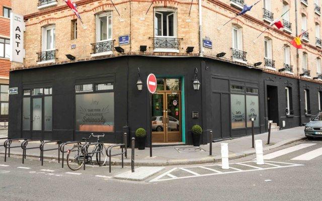 Отель Arty Paris Porte de Versailles by Hiphophostels вид на фасад