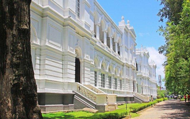 Отель Yoho Kurunduwatta Road вид на фасад