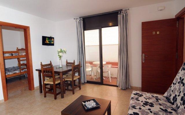 Отель Apartamentos AR Family Caribe Испания, Льорет-де-Мар - отзывы, цены и фото номеров - забронировать отель Apartamentos AR Family Caribe онлайн комната для гостей