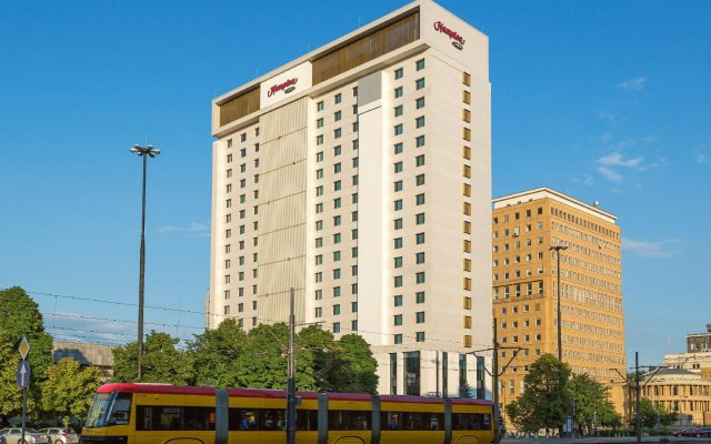 Отель Hampton by Hilton Warsaw City Centre вид на фасад