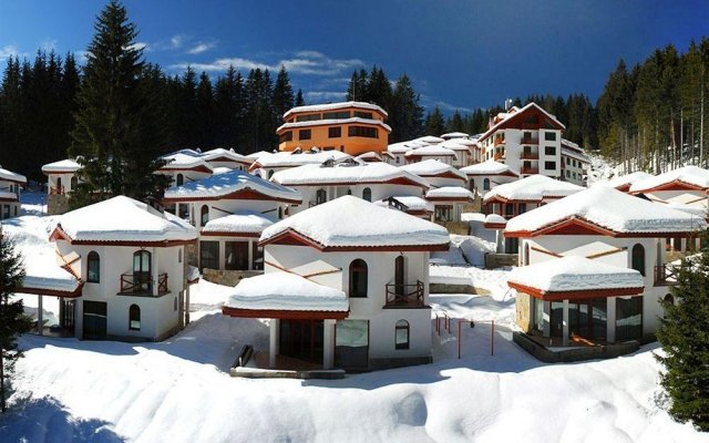 Отель Villas & SPA at Pamporovo Village вид на фасад