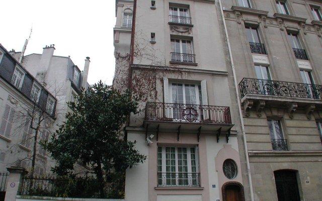 Отель Mithouard Apartments Франция, Париж - отзывы, цены и фото номеров - забронировать отель Mithouard Apartments онлайн вид на фасад