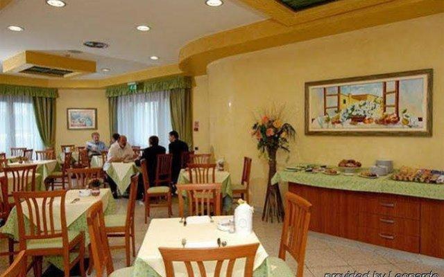 Отель Point Hotel Conselve Италия, Консельве - отзывы, цены и фото номеров - забронировать отель Point Hotel Conselve онлайн питание