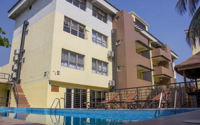 Glee Hotel вид на фасад